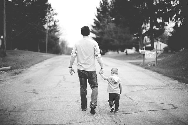 s dítětem na procházce