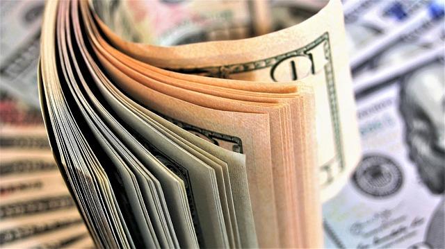 počítání bankovek.jpg