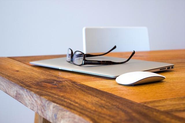 dřevěný stůl.jpg