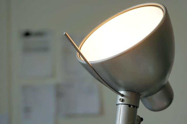 kancelářská lampička