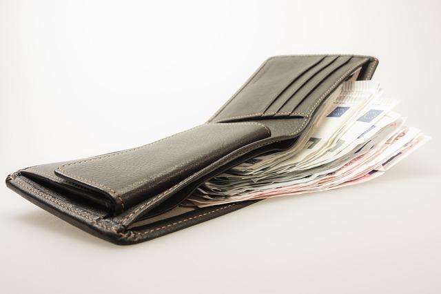 peníze a peněženka