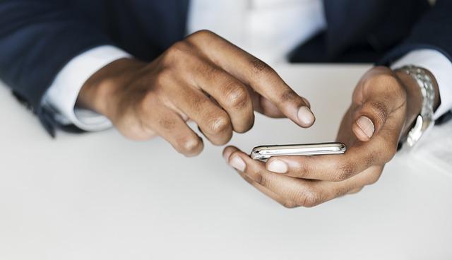 Klikání na mobilu